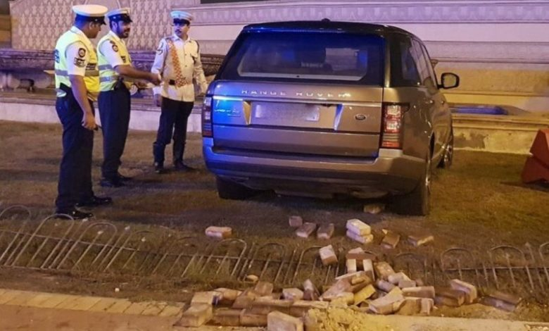 A reckless driver who caused a hit-and-run traffic accident left his car in the scene and fled, according to the Ministry of Interior.